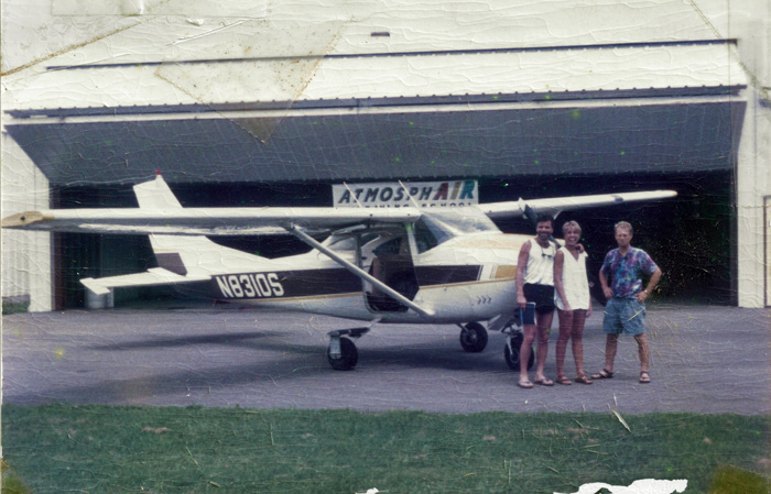 Alex and Bo with their Cessna at the Atmosphair dropzone